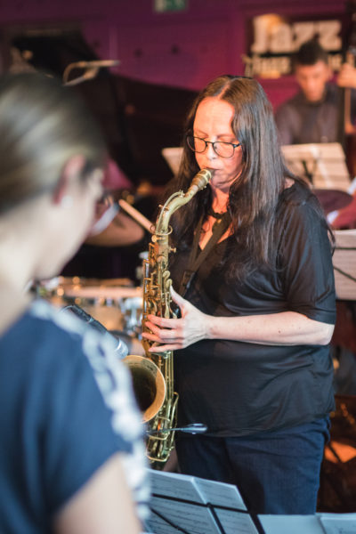 Suzanne Higgins na koncertě Concept Art Orchestra (2019) / Foto Jan Mazura