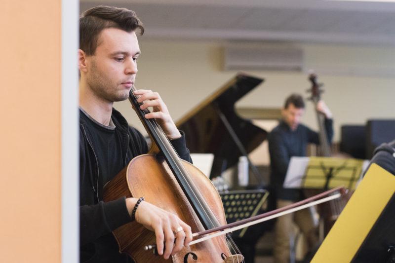 Šimon Marek na zkoušce Concept Art Orchestra (2019) / Foto Jan Mazura
