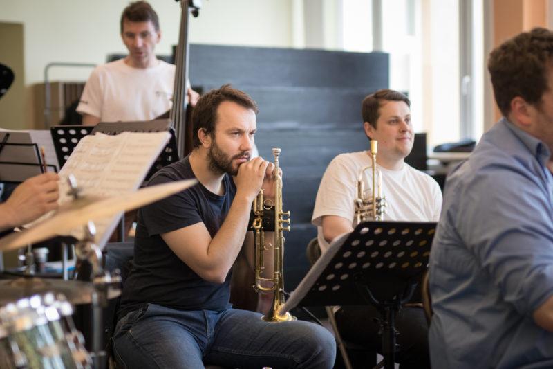 Gerhard Ornig na zkoušce Concept Art Orchestra (2019) / Foto Jan Mazura